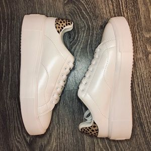 Qupid platform white sneakers